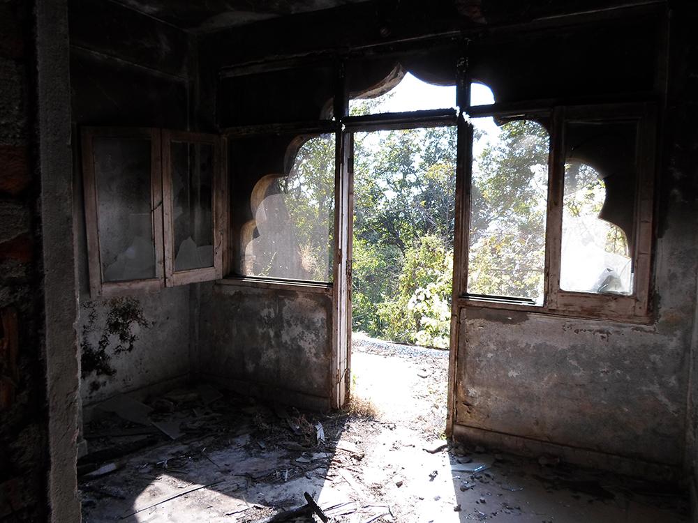 В некоторых жилых помещениях до сих пор ощущается дух и эмоции людей, привлеченных сюда духовными поисками…