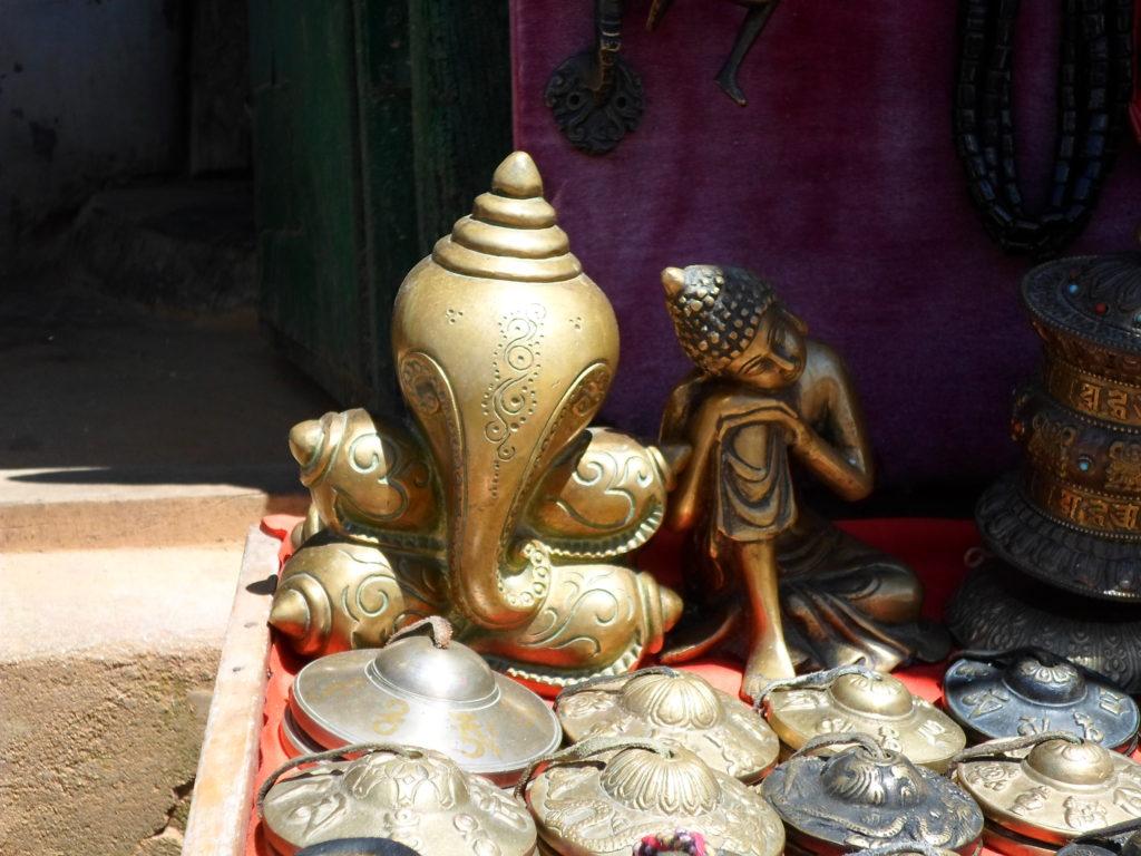 Будда рядом с Ганешей. Оба прекрасны.